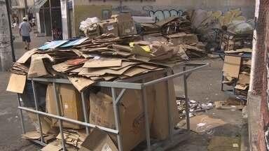 Catadores de papelão enfrentam dificuldades para vender produto, no AM - Crise no setor já levou ao fechamento de pontos de coleta na capital