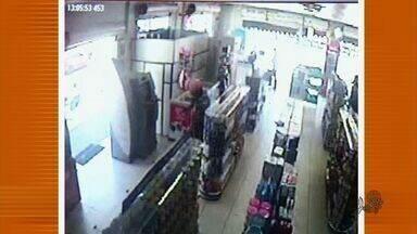 Polícia procura assaltantes que entraram em loja no Cariri - Imagens das câmeras de segurança mostram ação