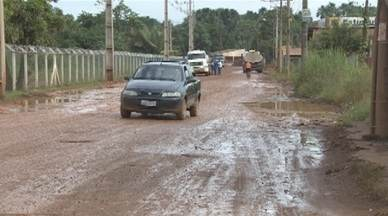 Uma semana após a reivindicação de moradores a situação da Estrada do Belmont é a mesma - A comunidade está indignada com o lamaçal que se forma neste período chuvoso. A situação também afeta os comerciantes.