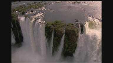 Cataratas do Iguaçu - Quando falamos de cachoeira, é impossível não citar as Cataratas do Iguaçu, que estão localizadas no estado do Paraná. A Garganta do Diabo é a mais impressionante queda d'água, e marca a fronteira entre Brasil e Argentina.