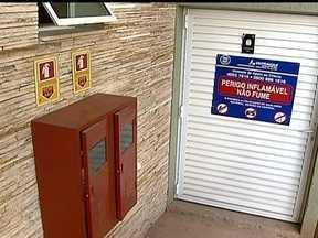 Condomínios devem ter itens de prevenção contra incêndios - Entre as regras gerais de segurança são extintores de incêndios, placas de sinalização, luzes de segurança e, se possível, escadas contra incêndios e hidrantes em todos os andares. Os rotas de fugas precisam ficar desobstruídas.