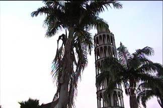 Igreja lança campanha para reformar Torre de Pisa Maranhense - Em Montes Altos, a 65 km de Imperatriz, foi erguida a Torre de Pisa Maranhense. A obra de 18 anos, agora, precisa de uma reforma. No fim de semana, a igreja católica lançou uma campanha para arrecadar dinheiro para a obra.