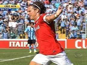 Longe de Porto Alegre, Inter derrota o Grêmio no clássico - Partida terminou em 2 a 1.