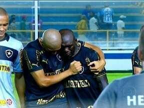 Botafogo vence Macaé por 3 a 1 com direito a show e lágrimas de Seedorf - Pela primeira vez na carreira holandês faz três gols em uma partida, e vai às lágrimas ao homenagear a avó, falecida há poucos dias.