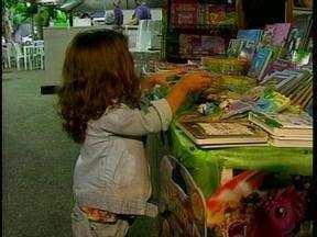 Quadragésima feira do livro de Rio Grande conta com espetáculos de arte e diversão - Além da leitura, crianças participam de diversas atividades.