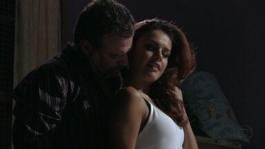 Salve Jorge - Capítulo de terça-feira, dia 05/02/2013, na íntegra - Waleska ajuda Morena a sabotar a boate. Russo fica com Rosângela. Helô surpreende o homem contratado para matá-la