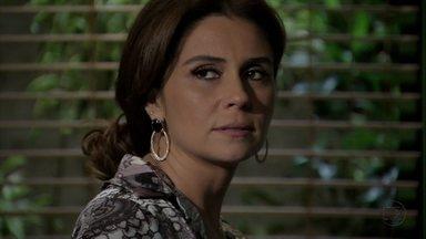 Helô e Barros interrogam o capanga de Santiago - Creusa conta a Stenio que Helô ligou dizendo que teve um problema