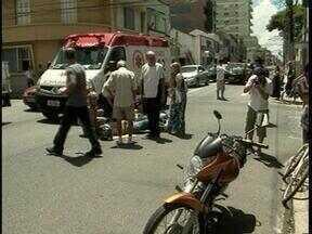 Duas pessoas ficam feridas em acidente de trânsito no Centro de Pelotas, RS - O casal, que estava em uma motocicleta, não sofreu ferimentos graves.