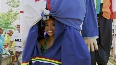 Carol Nakamura mostra detalhes do animado Carnaval de Pernambuco - Assistente de palco visitou as cidades do Recife e de Olinda com o Giro Domingão