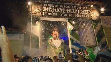 Homem da Meia-Noite é a alma do carnaval de Olinda - Desta vez, o personagem trouxe uma mensagem a favor da reciclagem e da preservação do meio-ambiente.