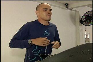 'Louco' passa o carnaval correndo 100 horas na esteira - Rafael já percorreu mais de 200km em 72h.