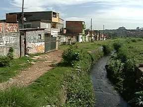 Vandalismo com ônibus pode ter sido protesto de moradores no Grajaú - A polícia investiga se o vandalismo no Grajaú foi um protesto de moradores por causa de enchentes na região. Na quarta-feira (13), o Ribeirão Cocaia, que corta a Avenida Dona Belmira Marin, transbordou.
