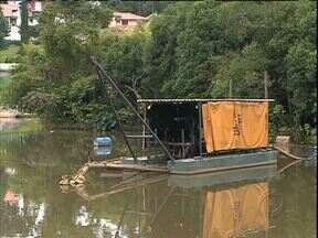 Frequentadores reclamam de obra parada no Parque São Lourenço - O lago sujo e com mau cheiro é a principal reclamação.