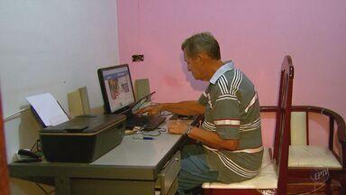 Vida de idosos é facilitada pela internet - Serviços e promoções ficam ao alcance de um clique. Também é possível conversar com parentes e amigos que moram em outras cidades.