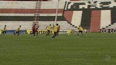 Botafogo-SP enfrenta Mirassol Futebol Clube em estádio José Maria de Campos Maia - Time comandado por Veiga Vencer treina para partida fora de casa.