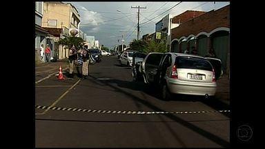 Polícia investiga crime de homem encontrado morto dentro de carro em Uberaba - Homem é suspeito