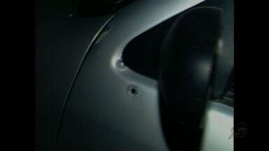 Homem é morto após furar blitz da PRE no Bairro Aldeota - Eles estava acompanhado por outros dois homens. Polícia encontrou armas dentro do carro.
