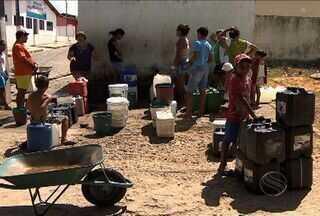 Moradores de Santa Rosa de Lima, em SE, sofrem com problemas de distribuição de água - Prefeitura reconhece as deficiências no abastecimento. Enquanto isso, o povo sofre com a situação.