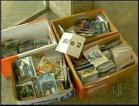 Mais de 200 mil CDs e DVD's piratas são apreendidos em Campos, RJ - Material apreendido estava em uma banca de camelô da cidade.