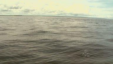 Barco com 30 passageiros naufraga e uma pessoa está desaparecida, no AM - Naufrágio aconteceu no Careiro Castanho, às 4h30 deste sábado (16). Embarcação iria para evento religioso e afundou quando estava atracada.