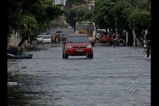 Chuva provocou alagamentos nas ruas de Belém na tarde desta sábado, 16 - Chuva provocou alagamentos nas ruas de Belém na tarde desta sábado, 16