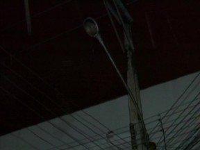 Falta de iluminação favorece a prática de assaltos e ação de bandidos - População da capital reclama da falta de segurança e iluminação