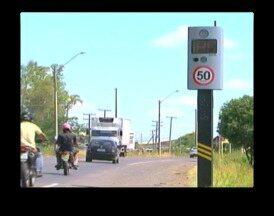 Controladores eletrônicos de velocidade estão sendo instalados em Uruguaiana, RS - Em alguns pontos das rodovias federais, motoristas terão que reduzir a velocidade.