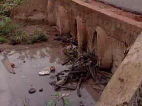 Lixo jogado na rua se transforma em ameaça no período chuvoso por conta da Dengue - Lixo jogado na rua se transforma em ameaça no período chuvoso por conta da Dengue