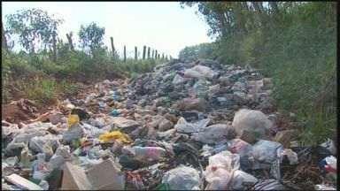 Acúmulo de lixo ainda não foi resolvido em Poço Fundo (MG) - Acúmulo de lixo ainda não foi resolvido em Poço Fundo (MG)
