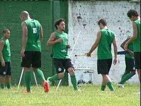 Coritiba e Atlético vivem semana de contrastes antes de clássico - Coxa aproveita para dar descanso aos titulares; Furacão segue contratando pensando nas competições nacionais
