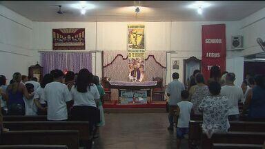 Leandro e Ludenildo, mortos após choque em carro alegórico, são lembrados em missa - A celebração aconteceu na terça-feira(19), em São Vicente