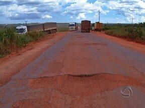 Situação da BR-364 entre Tangará da Serra e Campo Novo do Parecis é crítica - O asfalto deu lugar a grandes buracos. Com a pista sem condições de tráfego, os acidentes tem sido frequentes.