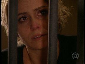 Bárbara descobre a verdade sobre Paco - E acusa-o pela morte de Apolo. Paco diz que Apolo está morto há nove anos e que ele tomou o seu lugar sempre. Bárbara fica prostrada ao perceber que foi enganada desde o começo