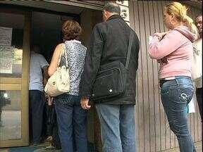 Procon só consegue atender 100 pessoas por dia em Curitiba - Muita gente fica na fila, mas nçao consegue ser atendida.