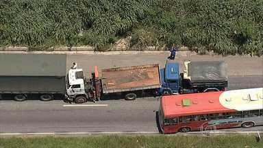 Acidente na BR-040 deixa o trânsito lento em Belo Horizonte - Na BR-381 também houve o registro de lentidão no trânsito.