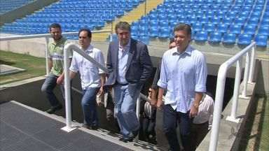 Parreira visita estádios de Fortaleza - O coordenador da seleção brasileira realizou nesta quarta-feira (20) uma visita técnica ao Presidente Vargas e ao Castelão, em Fortaleza.