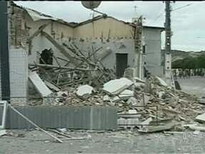 Bandidos explodem agência bancária em Junco do Seridó, na Paraíba - A explosão foi tão forte que destruiu as paredes e danificou o prédio vizinho, da Câmara dos Vereadores, que foi interditado. No último domingo, o Fantástico mostrou como é fácil comprar dinamite na cidade.