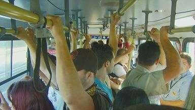 Passageiros insatisfeitos com o transporte público podem receber reembolso - Os passageiros de transporte público têm direito a compensação do valor da passagem por atrasados, veículos cheios, entre outros problemas causados pelo sistema.