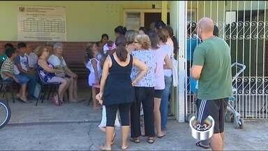 Moradores de São José dos Campos (SP) reclamam de atendimento na saúde - Sexta-feira de reclamações na saúde pública de São José dos Campos. Quem precisa marcar consultas na zona leste, reclama da demora e da falha no sistema.