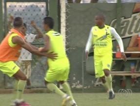 Enderson ganha opções para montar o time do Goiás - Lateral-esquerdo Eron enfim foi regularizado.