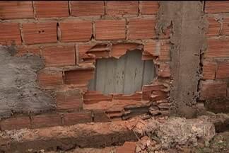 Presos usam dinamite para explodir o muro do presídio de Pedrinhas na madrugada de hoje - Fuga foi frustrada por agentes penitenciários. O repórter Marcial Lima esteve lá e dá mais detalhes.