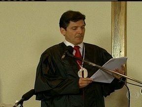Gil Rugai é condenado pela morte do pai e da madrasta - Foram cinco dias de julgamento no fórum da Barra Funda. Ele vai ter que cumprir 33 anos e nove meses de reclusão.