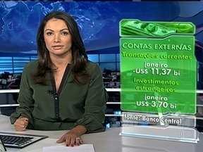 Brasileiros batem o recorde em gastos em viagens internacionais em janeiro - No primeiro mês de 2013, os brasileiros gastaram US$ 2,3 bilhões. Com essas despesas, as trocas de bens e serviços do Brasil com os outros países ficaram negativas em US$ 11,3 bilhões, também um recorde.