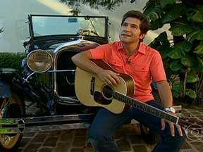 Cantor Daniel mostra calhambeque que adquiriu há pouco tempo - O cantor Daniel disse que o modelo faz lembrá-lo de sua cidade natal, Brotas. O calhambeque era muito usado por motoristas de táxi.