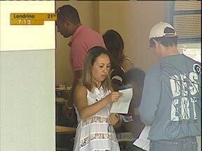 124 mil pessoas fazem a prova do concurso da Polícia Militar do Paraná - As provas foram feitas em 16 cidades do estado e o número de inscritos foi quase o dobro dos matriculados para o vestibular da UFPR.