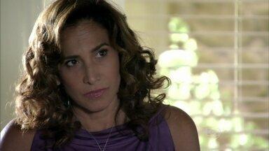 Helô encontra Wanda - Delegada surpreende a bandida e pergunta sobre Santiago