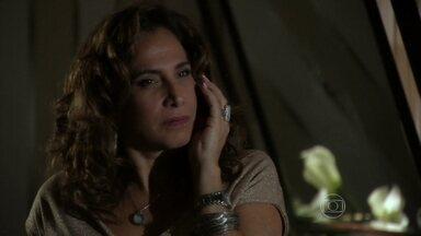Wanda chantageia Berna - A vilã liga para a esposa de Mustafa e a ameaça