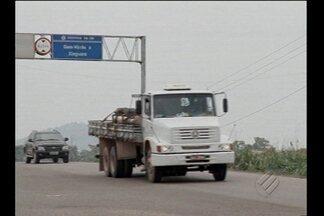 Comerciante de Tailândia suspeito de vender mercadorias roubadas é trazido para Belém - Comerciante de Tailândia suspeito de vender mercadorias roubadas de caminhões é trazido para Belém para investigação