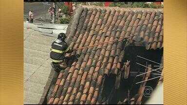 Incêndio destrói parte de joalheria em Caruaru - Bombeiros retiraram cilindros de oxigênio e botijões de gás.