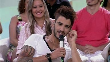 Gusttavo Lima curte comemorações: 'Sou festeiro' - Já o sambista Jorge Aragão não curte comemorar aniversário